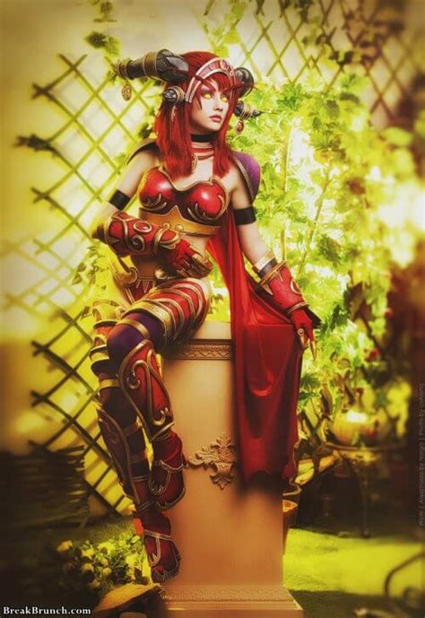 Awesome red dragon Alexstrasza cosplay from War of