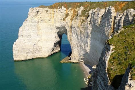 5 km : Etretat and its cliffs - Tourism - Holiday Normandy