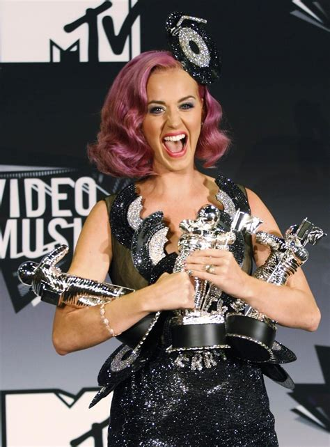 MTV VMA 2011: Women Dominate the Awards, Adele Steals the Show