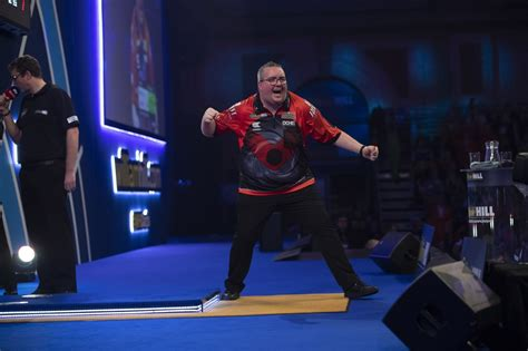 Bunting and Wade advance into third round of William Hill